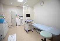 血液検査や尿検査を行います。 また、最新の超音波装置や心電計も設置しています。